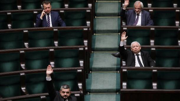 Corona als Chance für autoritäre Politiker?