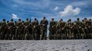 Bundeswehrsoldaten im sächsischen Marienberg bei einer Zeremonie (Archivbild)