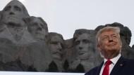 Unter seinesgleichen? Donald Trump am Mount Rushmore