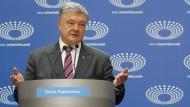 Petro Poroschenko wartet auf seinen Herausforderer
