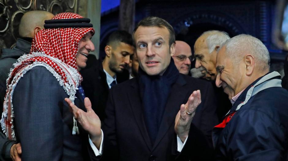 Jeder kennt die Regeln: Frankreichs Präsident Macron echauffiert sich bei seinem Besuch in der Jerusalemer Altstadt über den Umgang mit ihm.