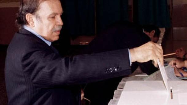 Regierungspartei FLN gewinnt Parlamentswahlen