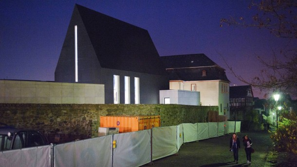 Privatkapelle des neuen  Bischofssitzes - Die Kapelle des neu  errichteten Sitzs des Limburger Bischofs Tebartz van Elst wird  in Anwesenheit von geladenen Gästen geweiht