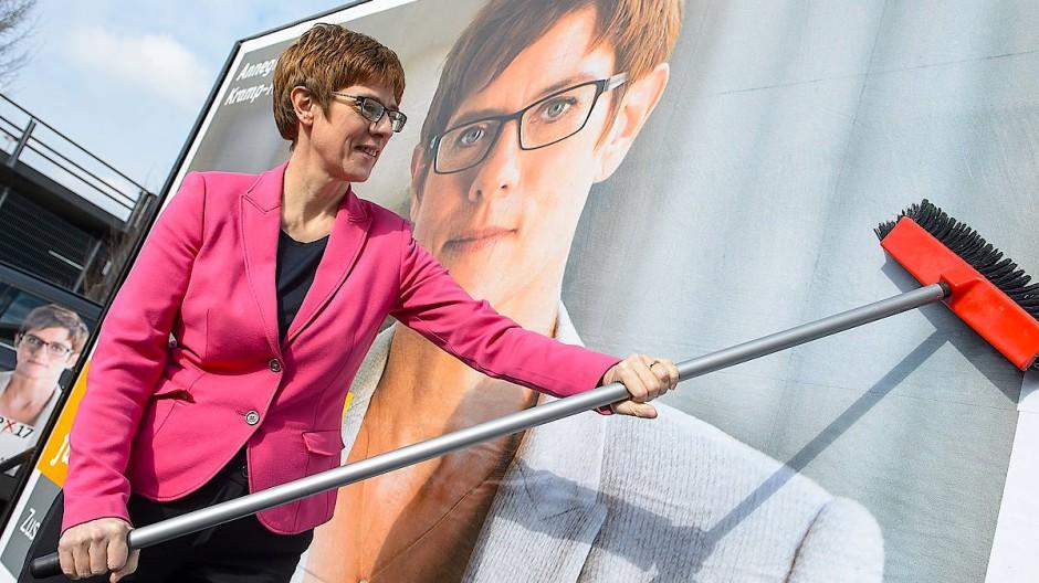Annegret Kramp-Karrenbauer (CDU) will Ministerpräsidentin bleiben.