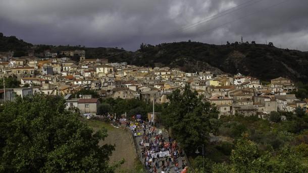 Ein Dorf gegen die italienische Regierung
