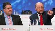 Pokerspieler um die Macht in der SPD: Parteichef Sigmar Gabriel und Noch-EU-Parlamentspräsident Martin Schulz.