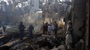 Weltweites Entsetzen über Luftangriffe mit 140 Toten