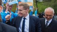 Im Triumphzug zur Wahlparty: Der schleswig-holsteinische Spitzenkandidat Daniel Günther.