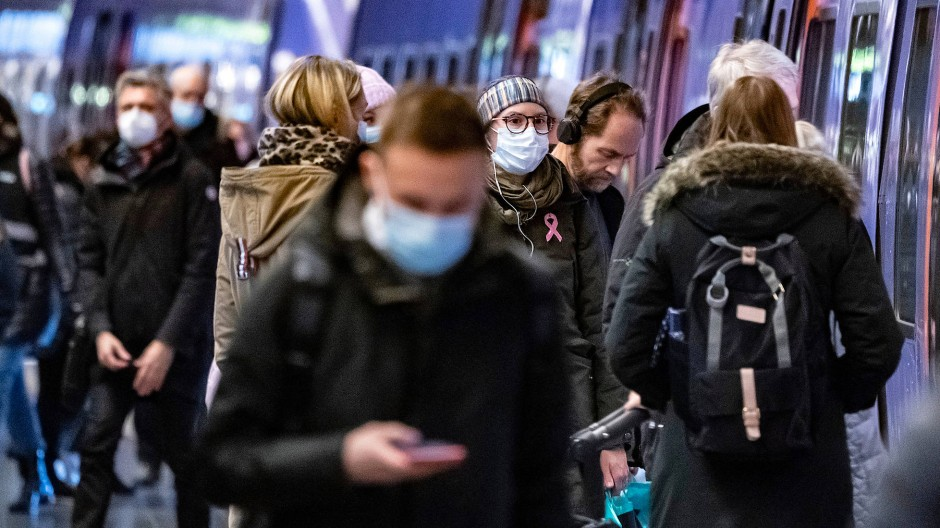 Maskenträger in der U-Bahn von Malmö