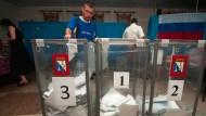 Moskau schickt mehr Soldaten auf die Krim