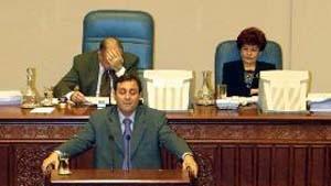 Mazedonisches Parlament macht Weg für Friedensplan frei