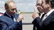 Putin begrüßt Schröder: Erhobene Zeigefinger, aber keine Ermahnungen