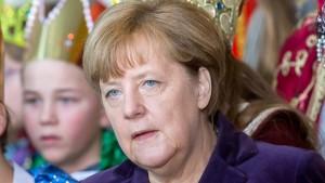 Merkel verlangt harte Antwort des Rechtsstaats