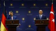 Keine Lösung: Gabriel in Ankara mit dem türkischen Außenminister Cavusoglu
