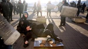 Janukowitsch droht Klitschko nach blutiger Nacht