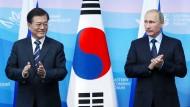 Der südkoreanische Präsidenten Moon Jae-in und der russische Präsident Wladimir Putin am Mittwoch bei einem regionalen Wirtschaftsforum in Wladiwostok