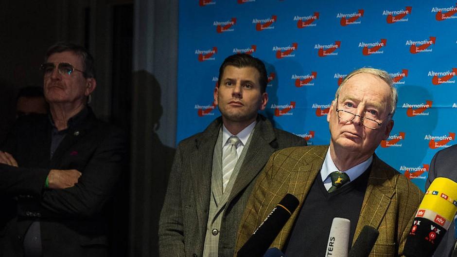 Christian Lüth (Mitte) auf dem 8. Bundesparteitag der AfD im Congresszentrum in Hannover am 02. Dezember 2017.
