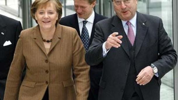 """Merkel: """"Mit aller Härte"""" gegen EU-Abgaspläne"""