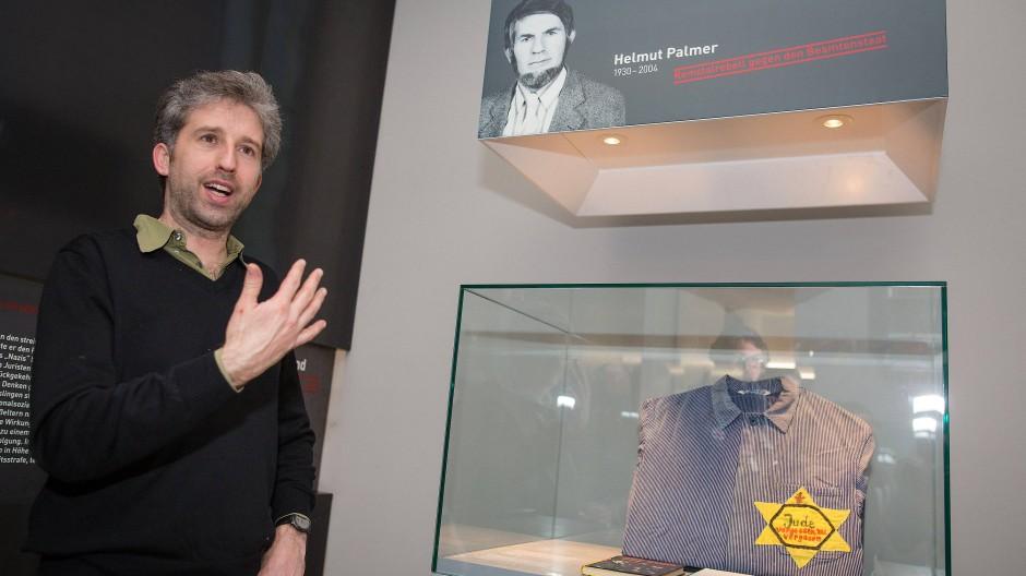 """Vom Vater gelernt und geprägt: Tübingens Oberbürgermeister Boris Palmer in einer Ausstellung über den """"Remstalrebellen"""" Helmut Palmer."""