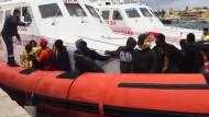 Drama im Mittelmeer: Hunderte Flüchtlinge erfroren