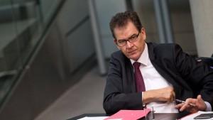 Uni Regensburg prüft Gerd Müllers Doktorarbeit