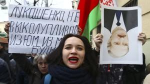 """""""Schmarotzer"""" auf dem Marsch gegen Lukaschenka"""