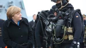 Merkel gesteht Geldmangel der Streitkräfte ein