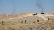 Truppen der syrischen Armee am Montag. Seit Freitagnacht gilt in Syrien eine Waffenruhe.