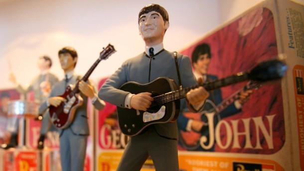 Erster Plattenvertrag der Beatles für 93.750 Dollar versteigert