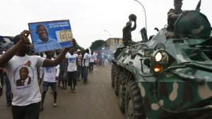 Die EU droht Gbagbo mit Sanktionen
