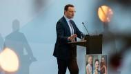 """""""Wir vertrauen uns, nicht nur unter Stress"""": Spahn am Mittwoch während seiner Pressekonferenz in Berlin"""