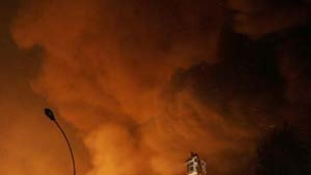 In Pariser Vorstädten brennt es die achte Nacht in Folge