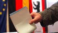 Landeswahlleiterin sieht Wahlen in Berlin akut gefährdet