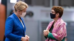 Kramp-Karrenbauer fordert Rücktritt Giffeys bei Titel-Aberkennung