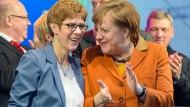 Annegret Kramp-Karrenbauer und Bundeskanzlerin Merkel im Saarland-Wahlkampf