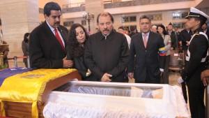 Maduro übernimmt Geschäfte in Venezuela