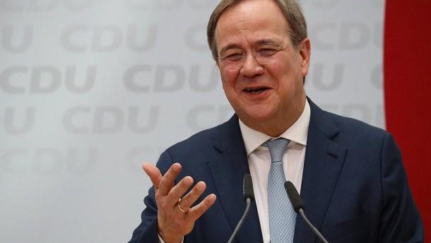 Union wieder vor den Grünen, Verluste für SPD und Linke