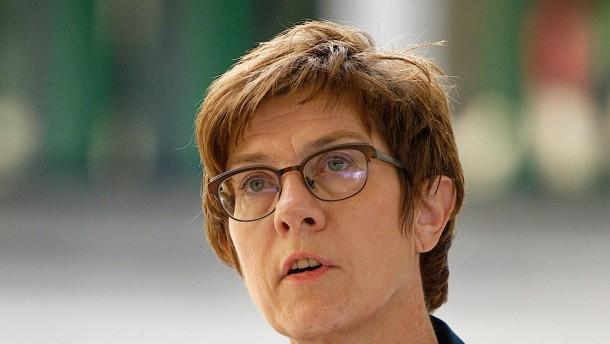 Kramp-Karrenbauer fordert realistische Ziele für Mali