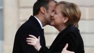 """""""Wir werden über alles sprechen"""": Macron und Merkel in Paris"""