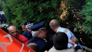 Merkel verurteilt Gewalt