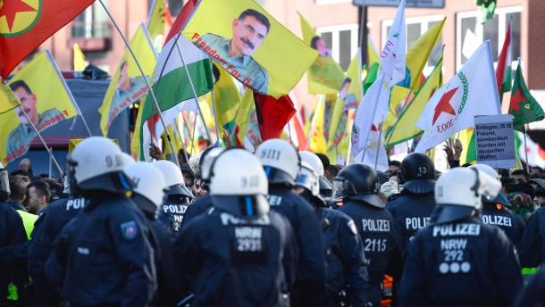 Polizei stoppt Kurden-Protestmarsch