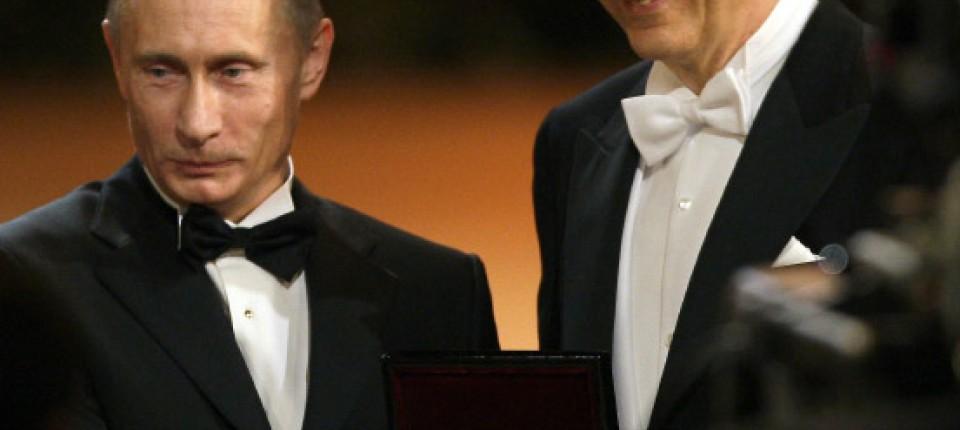 operettenpolitik stanislaw tillich rechts berreicht wladimir putin in dresden den dankesorden - Putin Lebenslauf