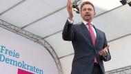 Höhenflug auch am Sonntag?: In der jüngsten Umfrage klettert Christian Lindners FDP auf Platz Drei