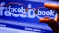 Facebook: begehrt bei Nutzern, aber auch bei datenhungrigen Unternehmen