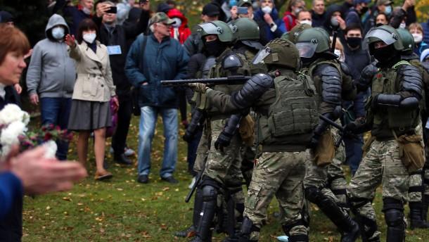 Lukaschenka droht mit Waffengewalt