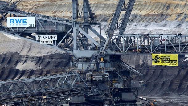 Aktivisten besetzen Bagger im Tagebau Garzweiler