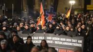 Pegida-Anhänger gehen auf Flüchtlinge los