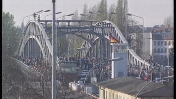 Kramp-Karrenbauer erinnert an deutsche Teilung
