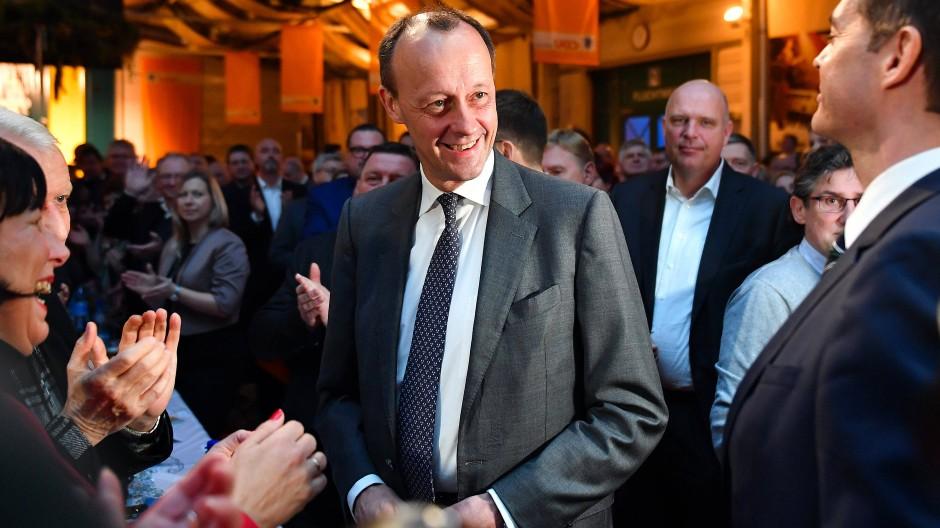 Der Kandidat für den CDU-Parteivorsitz, Friedrich Merz (Mitte), beim politischen Aschermittwoch des thüringischen Landesverbandes der CDU in Apolda