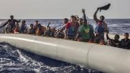 Bootsflüchtlinge vor der libyschen Küste